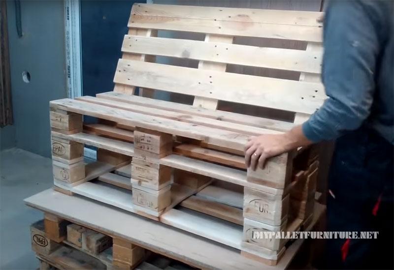 Construye tu mueble con palets manos a la obra - Como hacer un sofa con palets ...