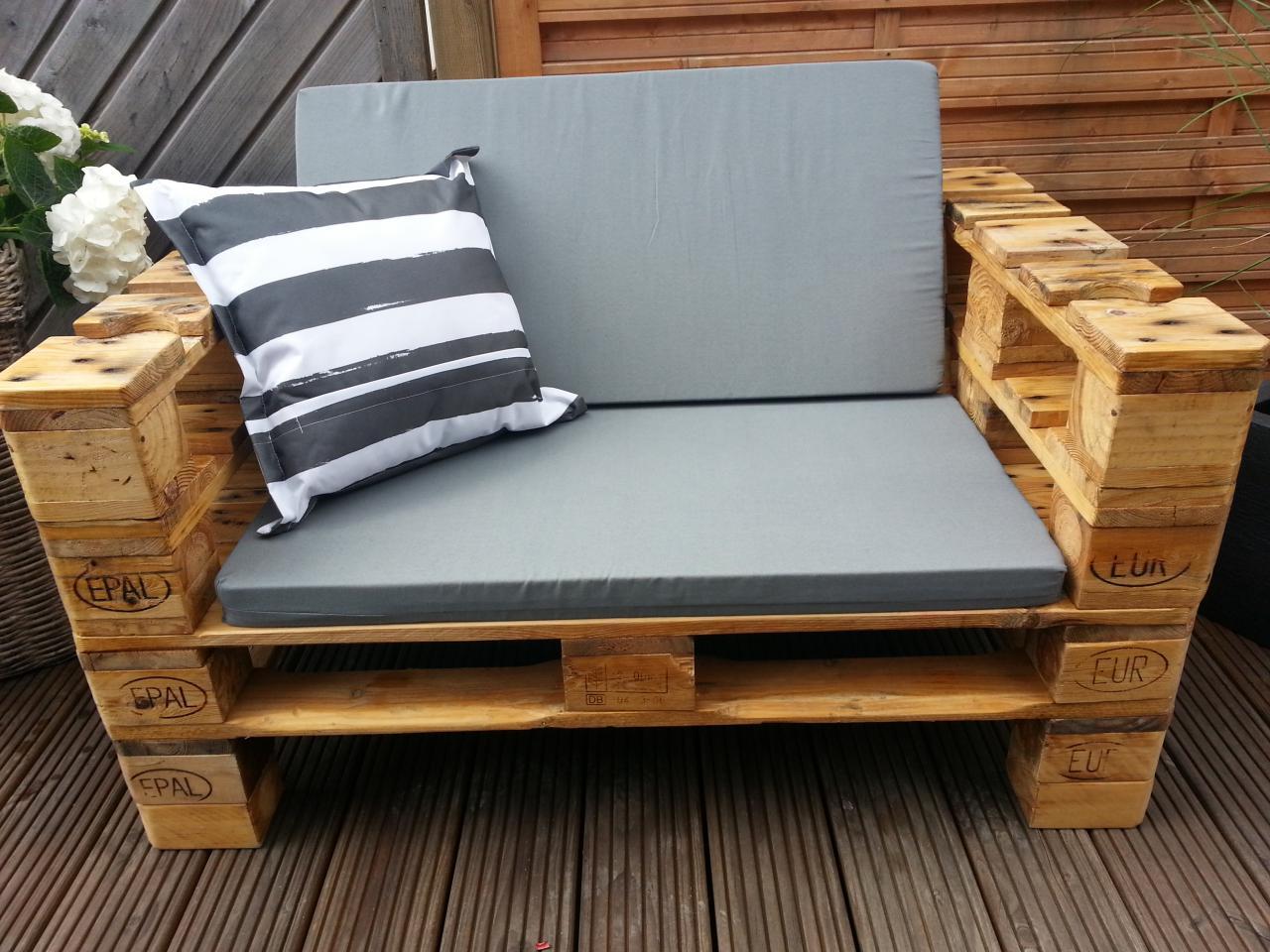 Construye tu mueble con palets manos a la obra for Cojines sofa palets