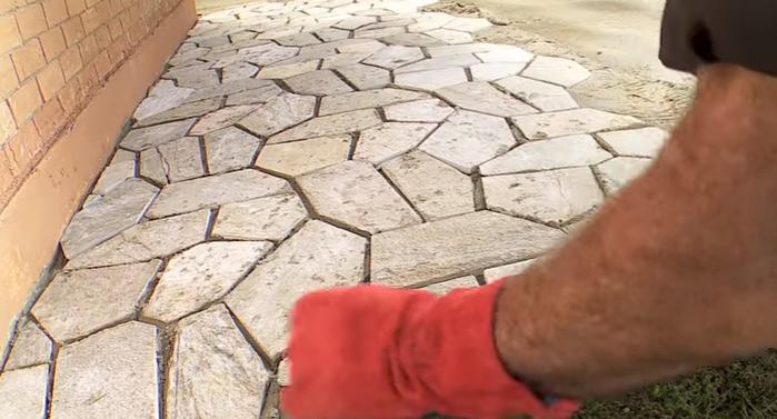 Paso a paso de como instalar piedra multicolor en tus for Materiales para pisos exteriores