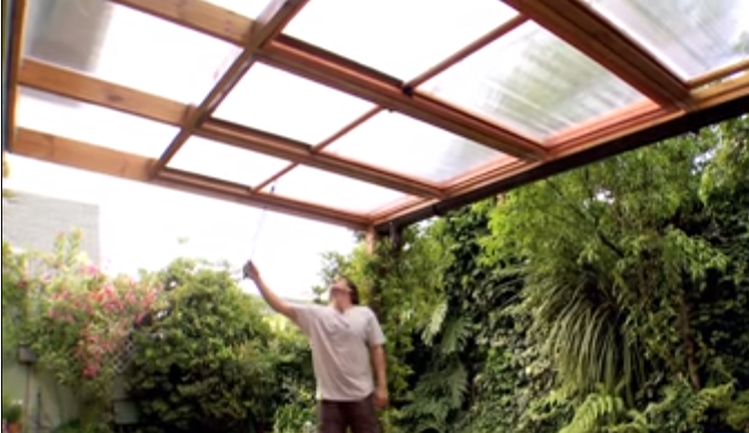 C mo hacer un techo corredizo para el patio trasero for Materiales para toldos de aluminio