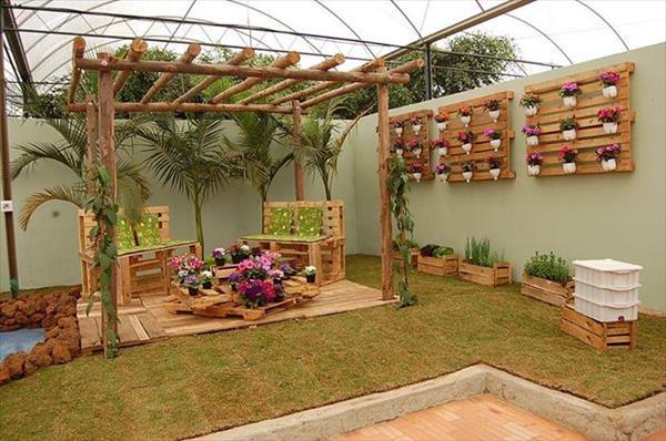 Mira el cambio que sucedió luego de usar pallets en estos jardines ...