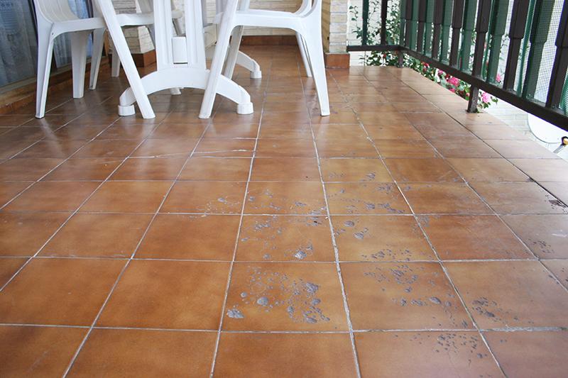 Aprende una forma f cil y r pida para colocar pisos de for Suelo de terraza barato