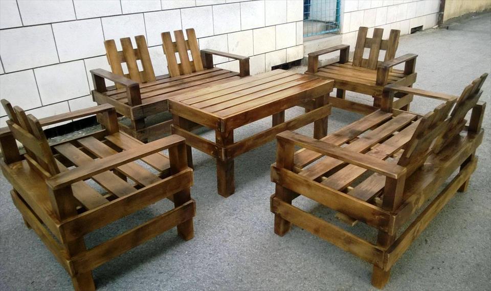 Mira este excelente trabajo para una juego de mesa en el for Muebles hechos en paletas de madera