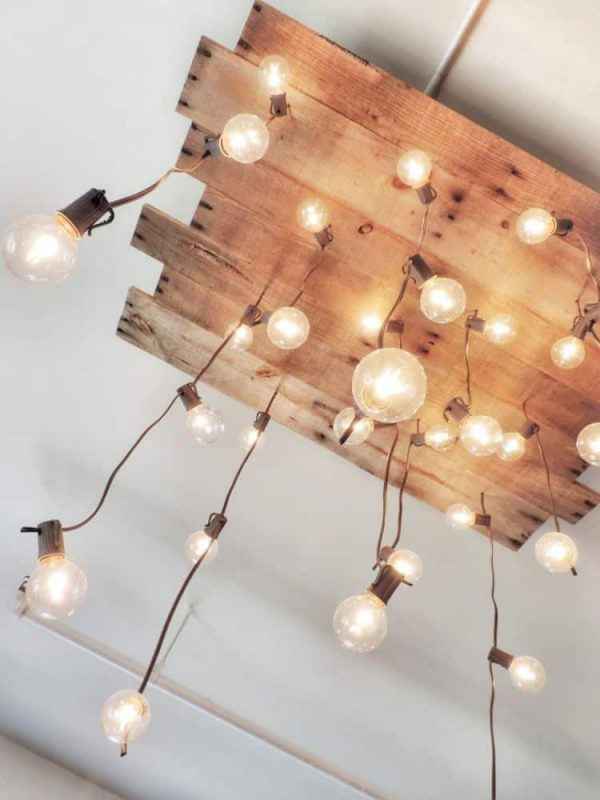 6 tipos de l mparas hechas de pallets y madera que puedes for Cosas recicladas con tarimas