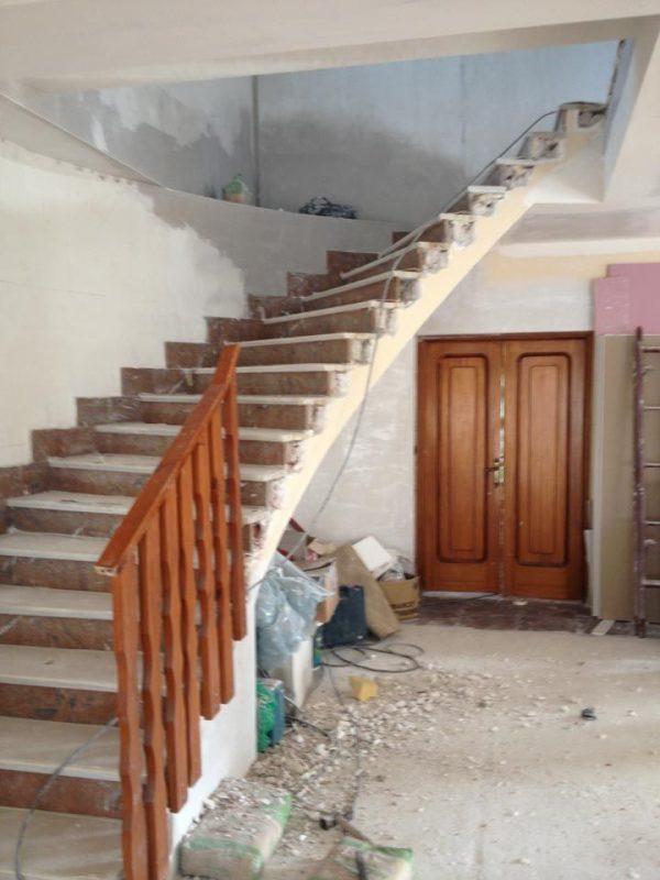 los diferentes acabados posibles para su escalera de madera