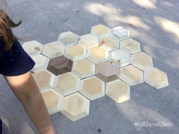 Realiza este genial cuadro con mosaico hexagonal de madera - Mosaico de madera ...
