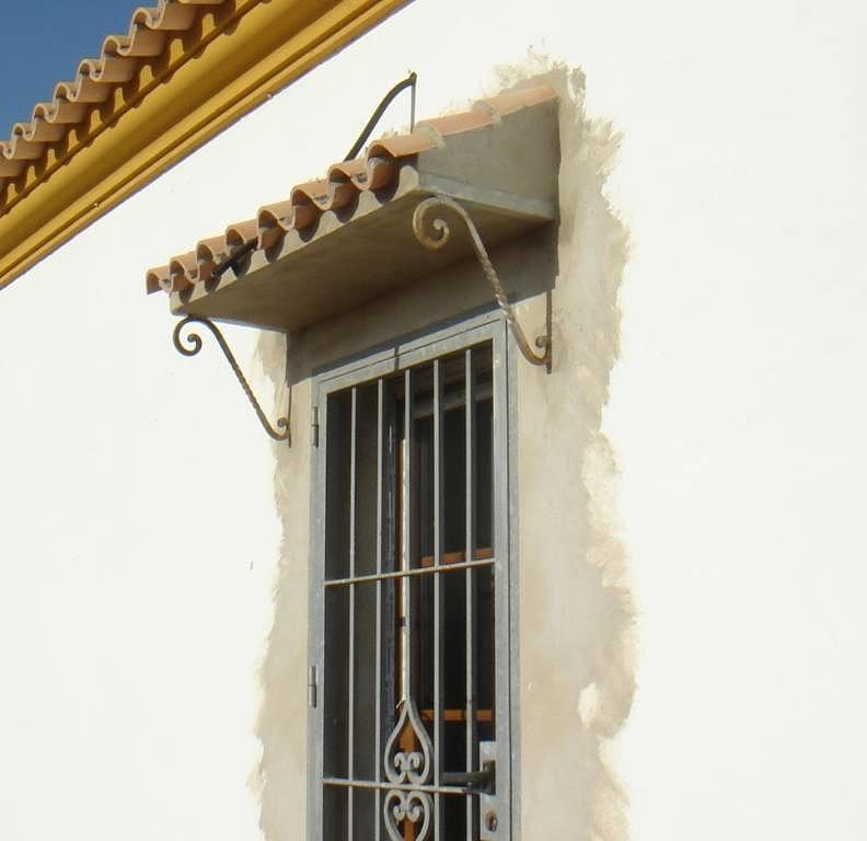 8 ideas para tejados de puerta que tu casa necesita ya for Marquesinas para puertas de entrada