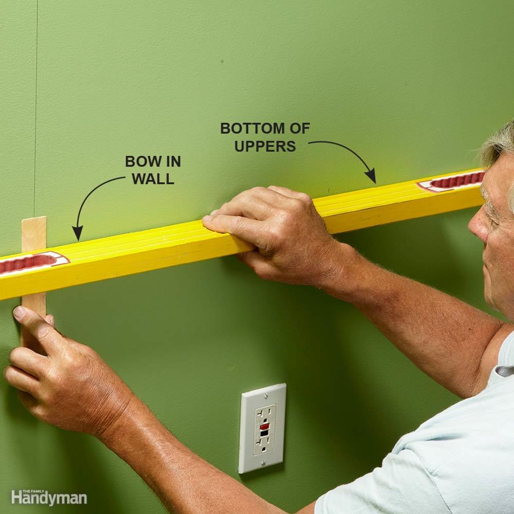 Aprender cómo colgar gabinetes de pared de la cocina e instalar ...