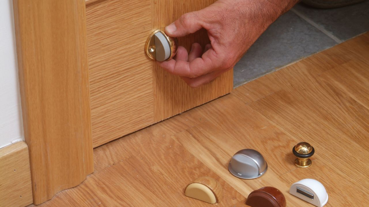 Lo m s pedido evita accidentes aprende a poner topes de puerta corredera con estos 6 simples - Topes para puertas ...