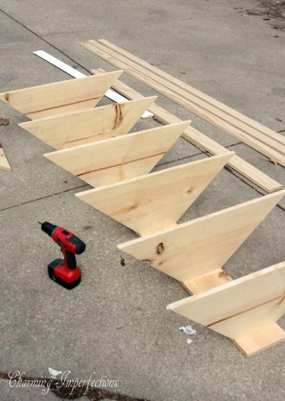 Mira c mo puedes hacer un esquinero para tu sala con este for Esquineros de madera para sala