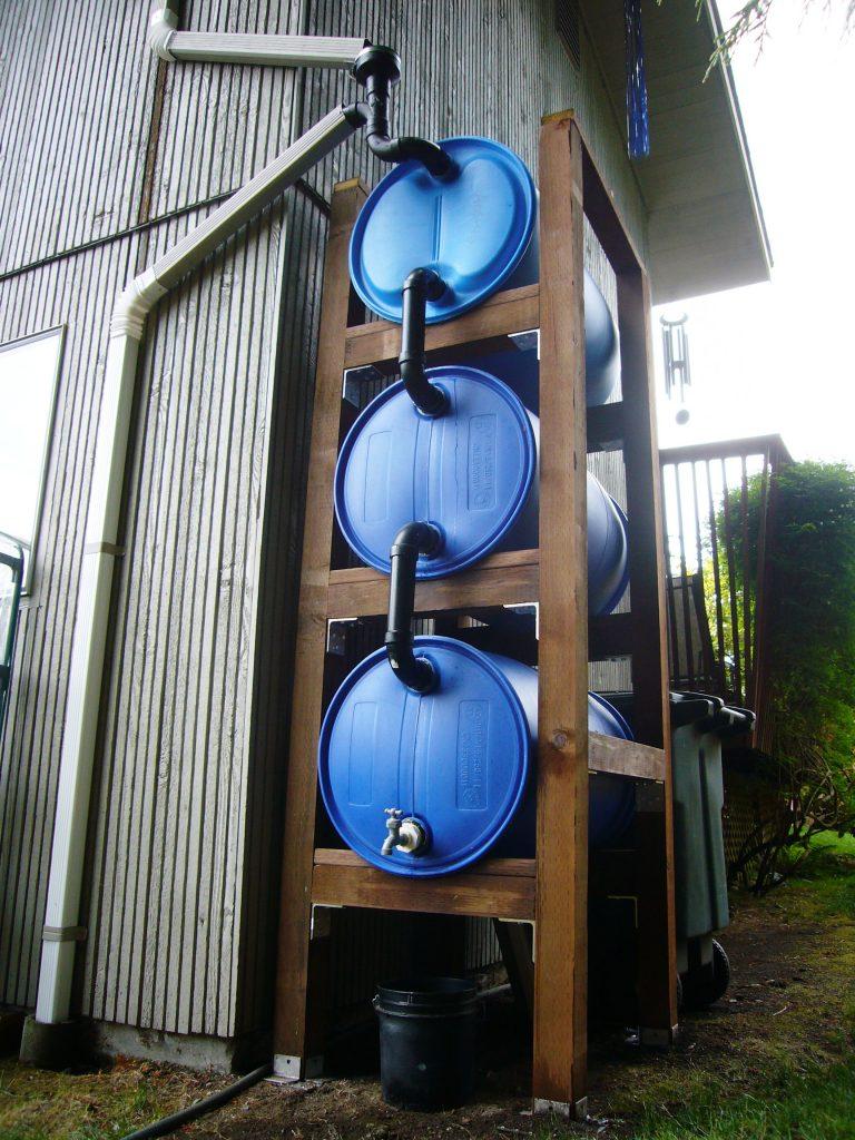 Aprende a reciclar el agua de lluvia como en este proyecto for Tambores para agua potable