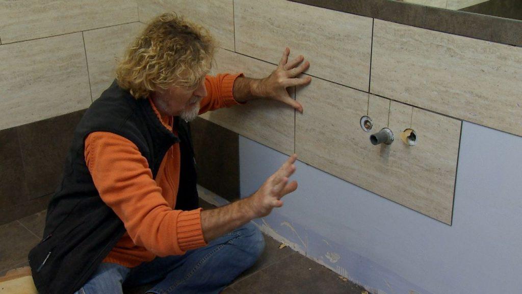 Sepa cu l es el truco para revestir vin lico para suelos y for Loseta vinilica adhesiva pared