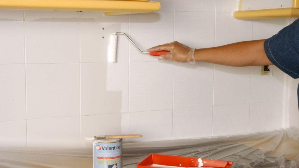 5 sorprendentes pasos para pintar los azulejos mucho m s - Cambiar azulejos cocina ...