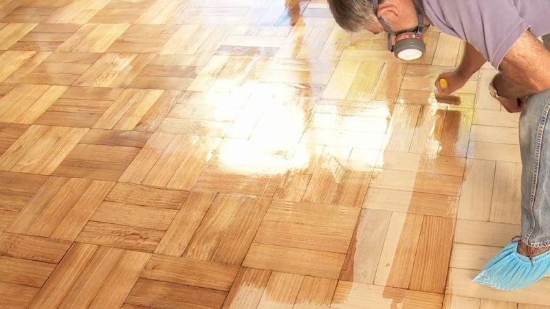 Aprende c mo pulir y vitrificar un piso de madera en un - Como reparar piso de parquet rayado ...