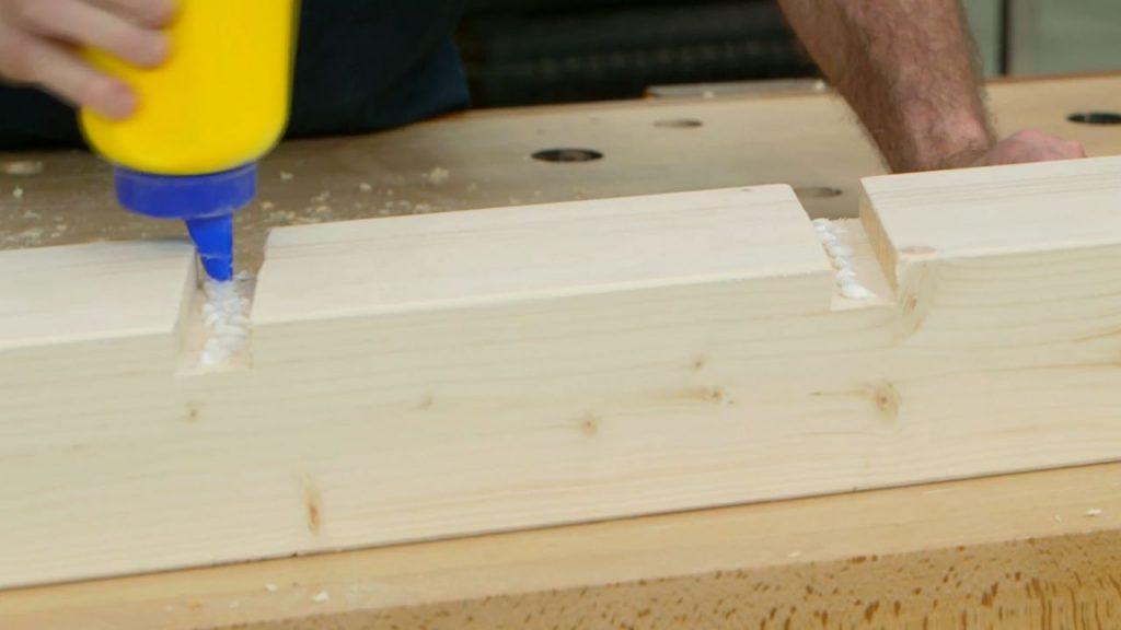 Sube un altillo y haz una escalera de madera firme y for Como hacer una zapatera de madera paso a paso
