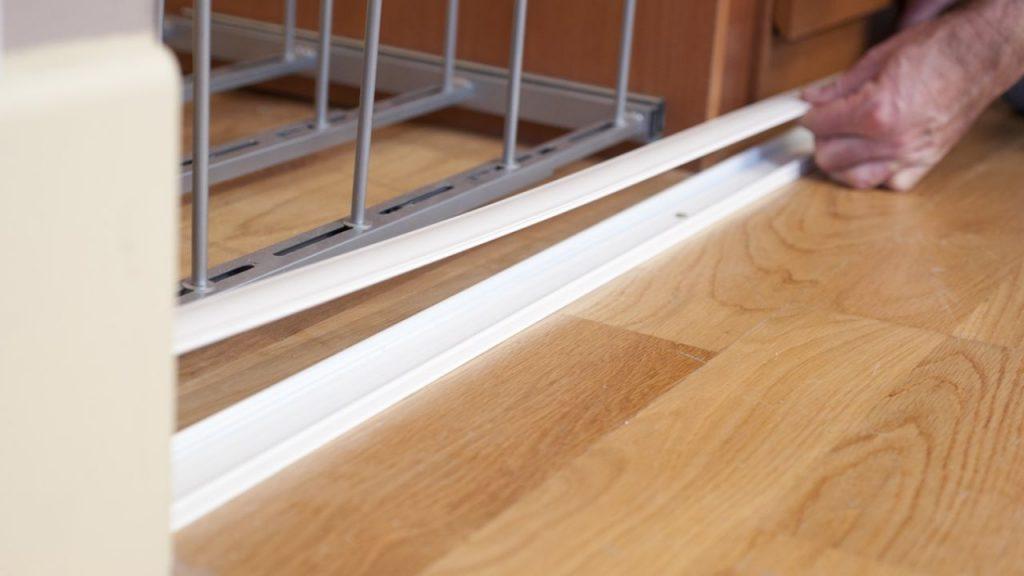 Cre una puerta corredera para armario empotrado mira lo - Mecanismos puertas correderas armarios ...