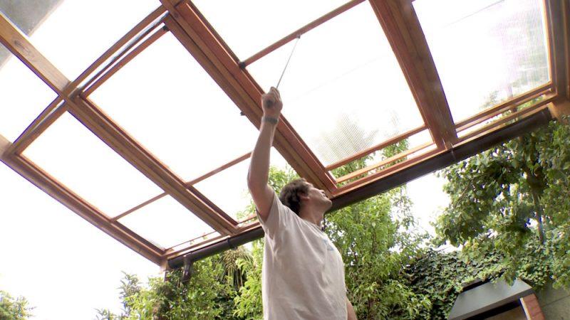 Construye un techo corredizo de policarbonato con la - Techos corredizos para patios ...