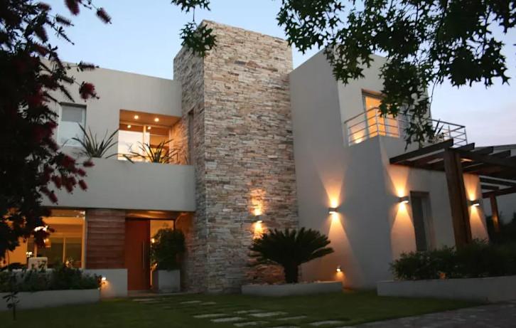 El jard n el lugar perfecto que toda casa moderna debe for Escaleras para caminar fuera del jardin