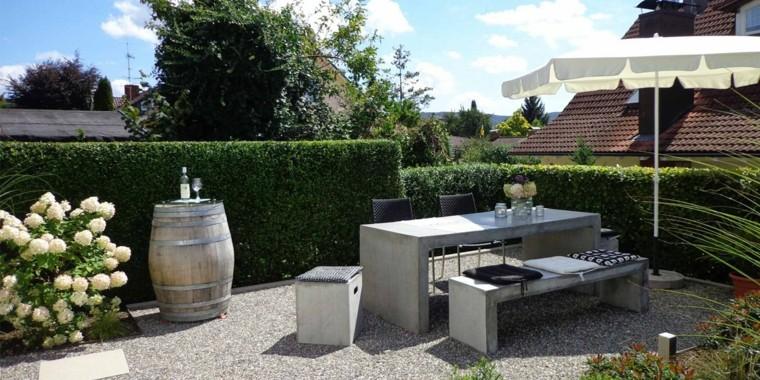 5 asombrosos secretos para elegir los muebles de jard n for Suelos de hormigon para jardin