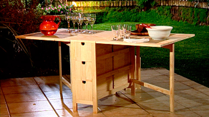 C mo hacer una mesa multiuso plegable aprenda esta for Mesa apoyo cocina