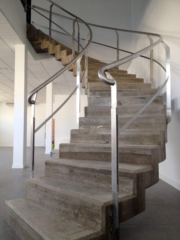 Calcula las medidas exactas para construir tu propia for Como trazar una escalera de caracol de concreto