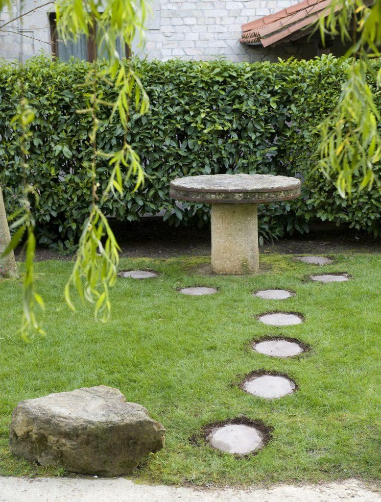 Las ideas para hacer caminos en el jard n m s rankeadas y - Balizas solares jardin ...