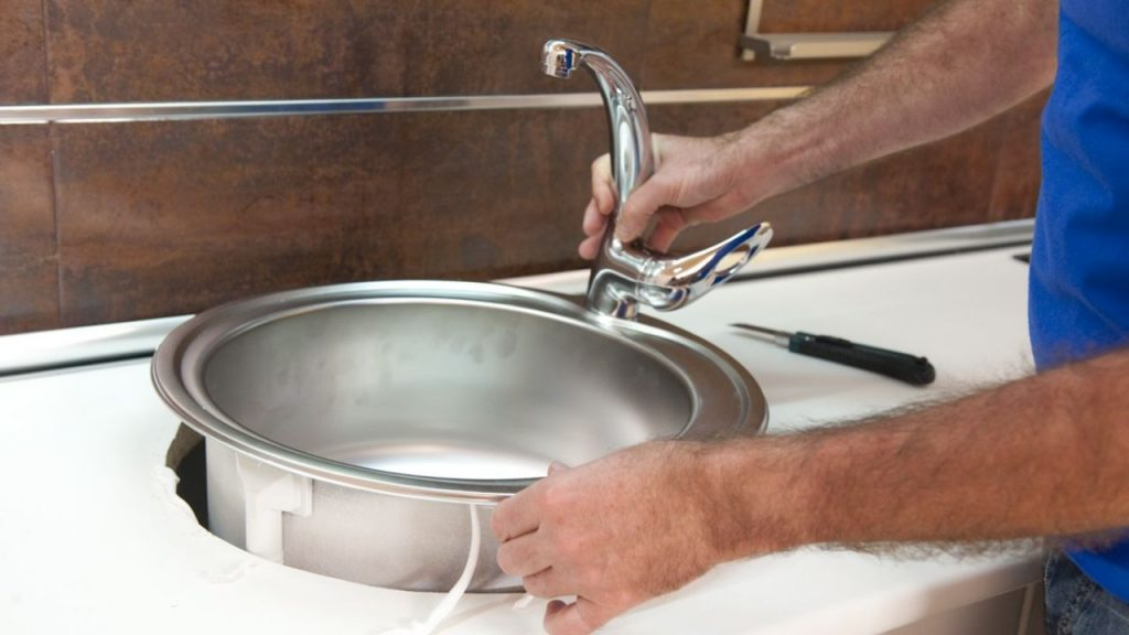Cambia la encimera de tu cocina usando la t cnica de los - Embellecedor encimera ...
