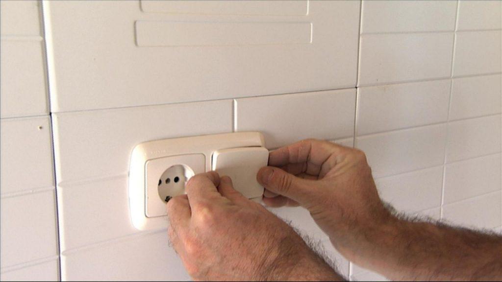 Reviste tu pared y hazla resistente a la humedad sin - Revestimiento paredes bano sin obras ...