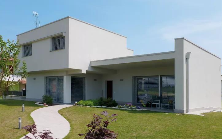 22 de los m s famosos dise os para construcciones de casas for Casas modernas techos inclinados