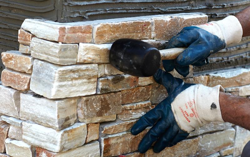 El acabado en piedra para transformar cada rinc n del hogar - Colocacion piedra natural ...
